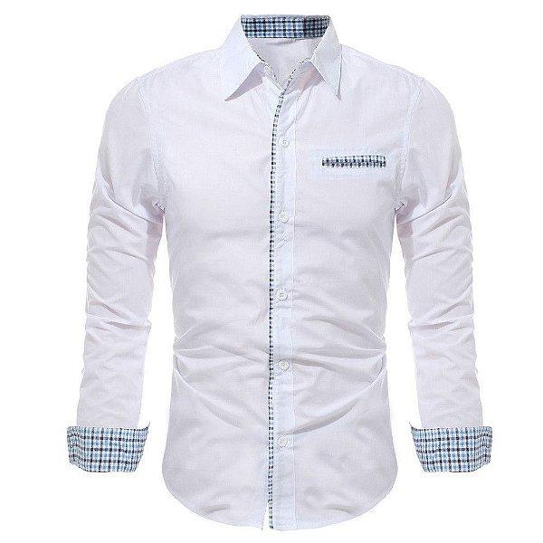 Camisa Masculina com Detalhes Xadrez na Gola, Mangas e Bolso - Branca