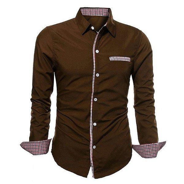 Camisa Masculina com Detalhes Xadrez na Gola, Mangas e Bolso - Marrom