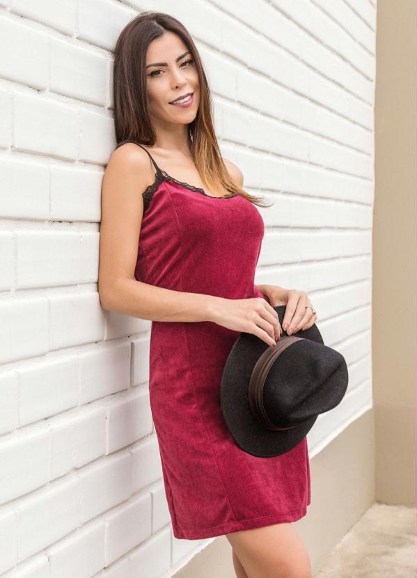 Vestido Slip Dress em Plush Bordô