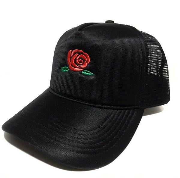 Boné rosa bordada trucker preto