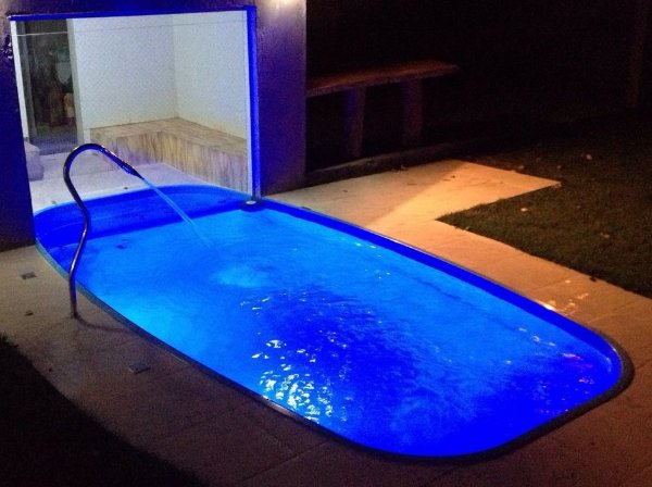 Piscina de Fibra Primavera Azul - 5,39 m x 2,62 m x 1,30 m - 15.000 litros - Diazul Piscinas