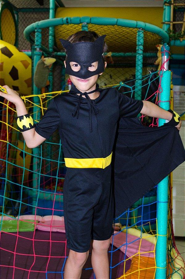 Look inspirado no Batman, com acessórios - QUIMERA KIDS
