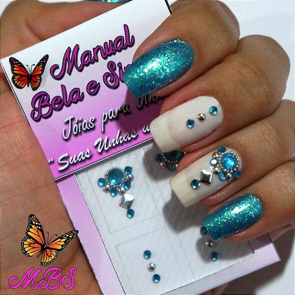 Jóia para Unha Cristal Azul com Tachinha Prata Manual Bela e Simples