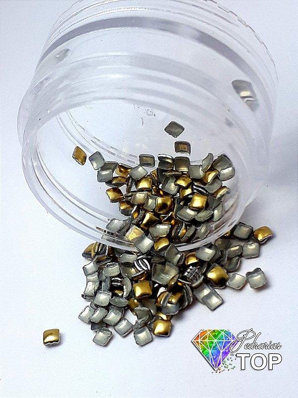 Chapinha quadrado cor ouro 2mm - 100 unidades
