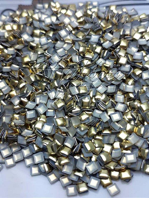 chapinha quadrada dourada 3mm - 100 unidades