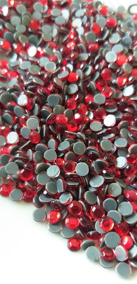 Strass vermelho 4mm c/ 100 unidades