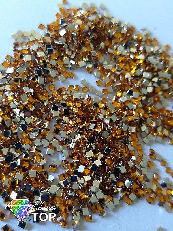 Quadradinho dourado 2mm - Aprox. 100 pcs