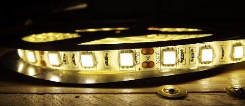 Fita LED 5050 Branco Quente 3000k Siliconada Prova D'água 5 Metros Sem Fonte