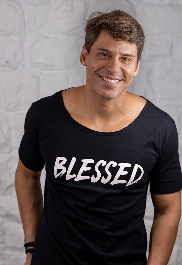 Camiseta Gola Canoa Preta Blessed