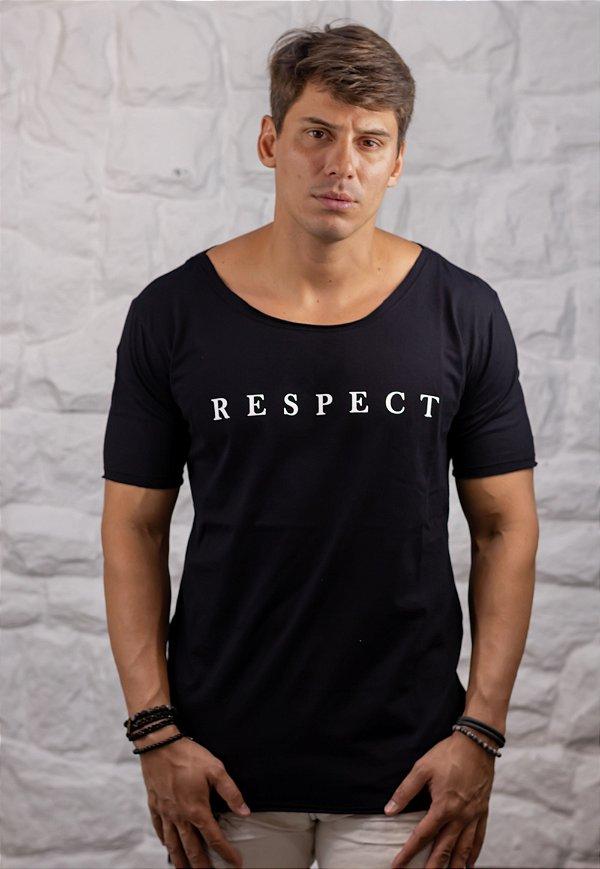 Camiseta Gola Canoa Preta Respect