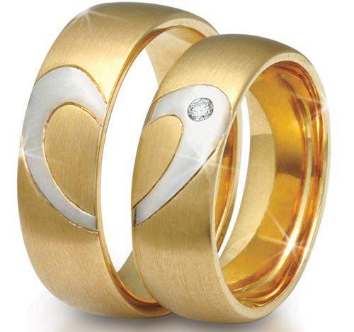 Par de alianças em ouro 18k com detalhe coração em ouro branco e 4 ponto diamante
