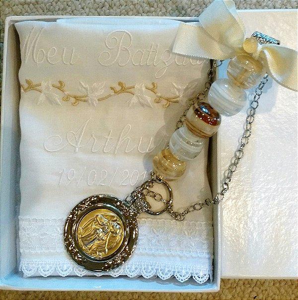 Medalhão para Berço com toalha em linho bordada