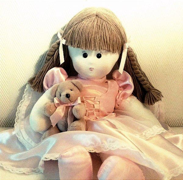 Boneca de pano com ursinha