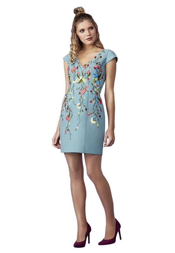 Vestido em crepe com bordado a linha floral