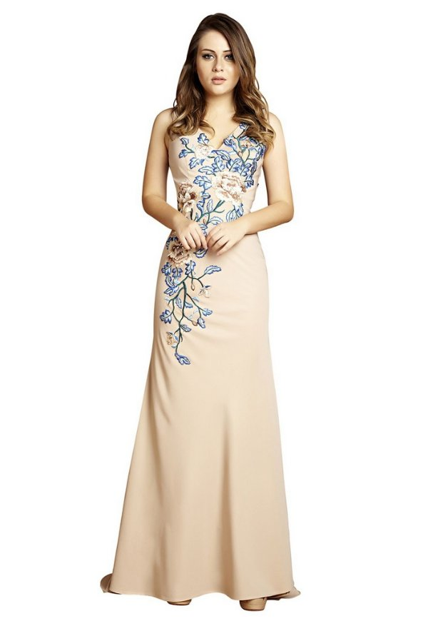 Vestido em crepe corte reto bordado em linhas formato de ramos