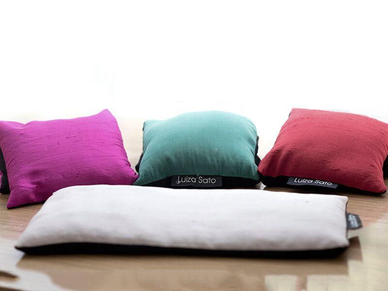 Almofada para descanso dos olhos Luiza Sato