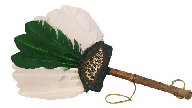 Abanilho Xamânico Branco Com Verde