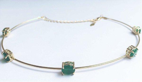 Choker aro fechado com 5 cristais esmeralda banho em ouro