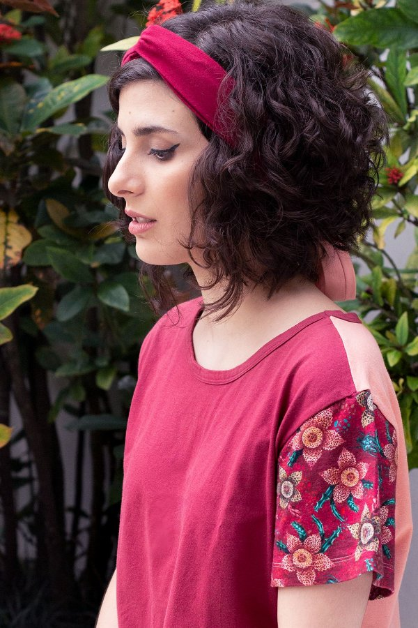 Camiseta Avi Coral Stapelia com Estampa Floral de Suculentas
