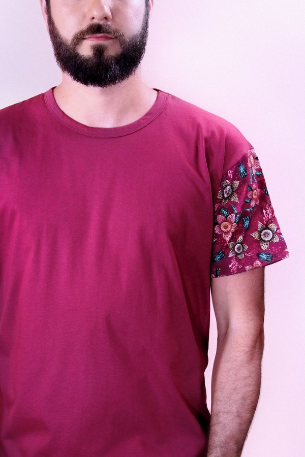Camiseta Confort Granada Stapelia com Estampa Floral de Suculentas