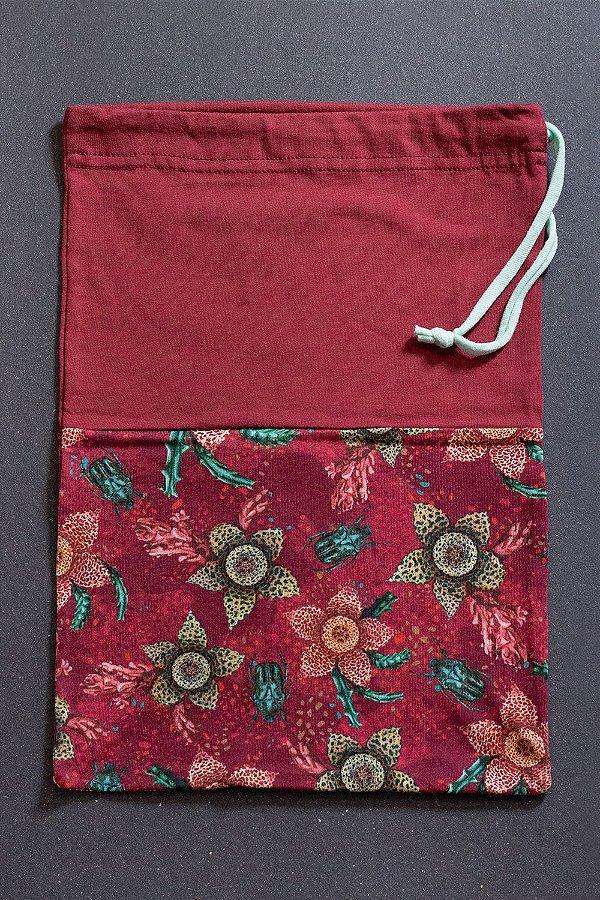 Saquinho Melia Granada Stapelia com Estampa Floral de Suculentas e Besouros