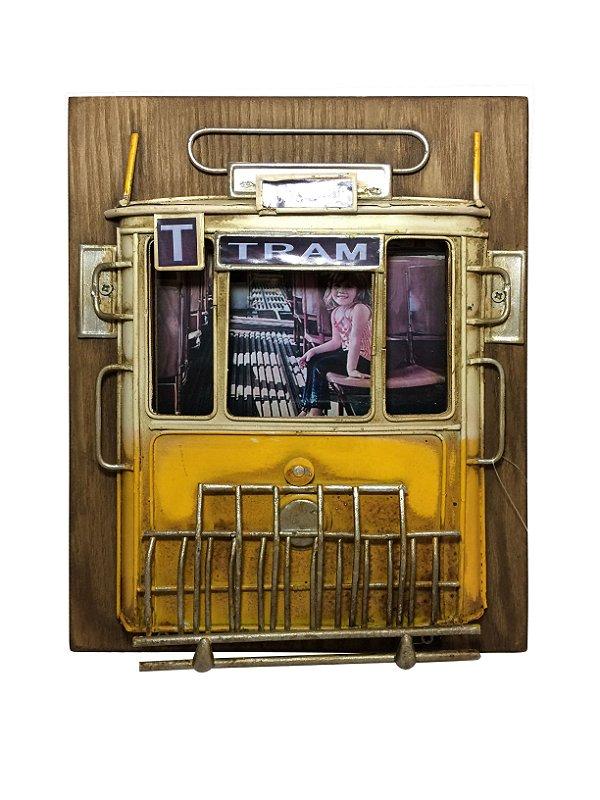 Porta Retrato de Madeira Trem Amarelo La Verne