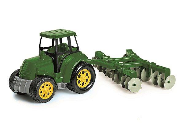 Trator com Arado Agromax Poliplac Verde
