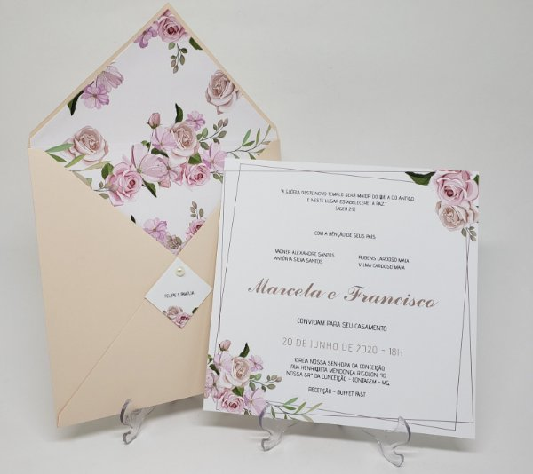 Convite casamento tons pastéis envelope forrado