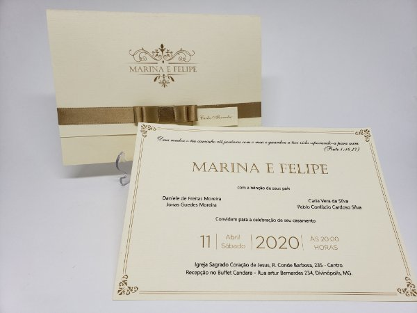 Convite de casamento classico dourado com brasao