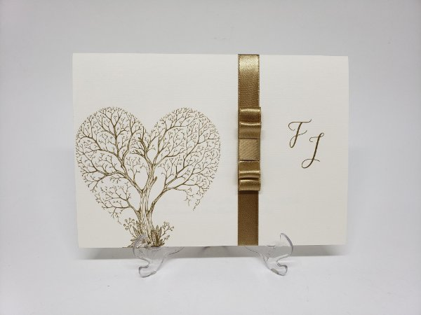 Convite de casamento moderno com arvore de coração