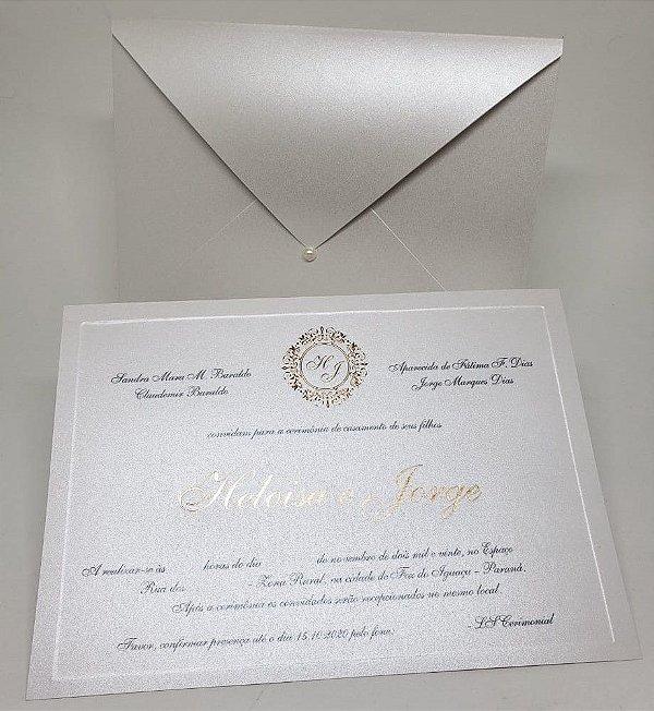 Convite de casamento classico perolado em relevo