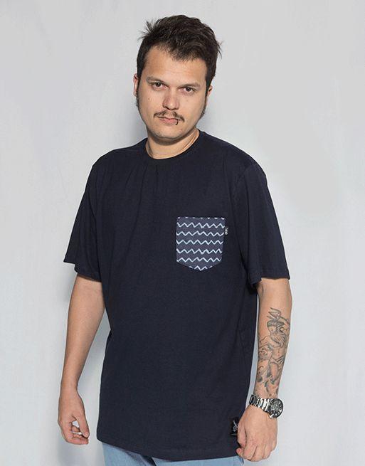 Camiseta com Bolso Onda - Azul Marinho