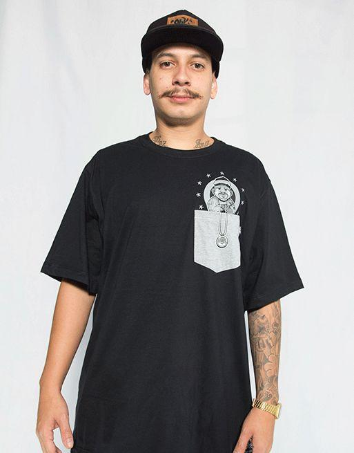 Camiseta com Bolso Chicanera  - Preto