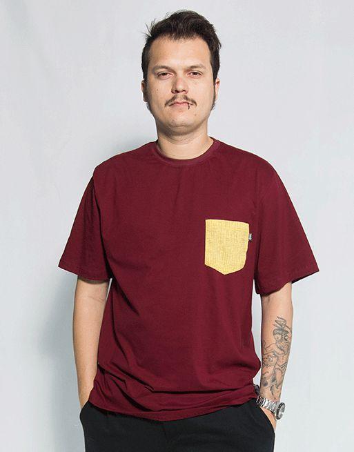 Camiseta com Bolso Rachura  - Bordô