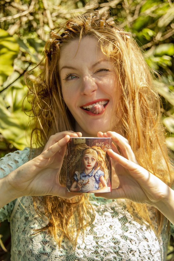 Caneca Alice - Metamorfoses - Heather Theurer