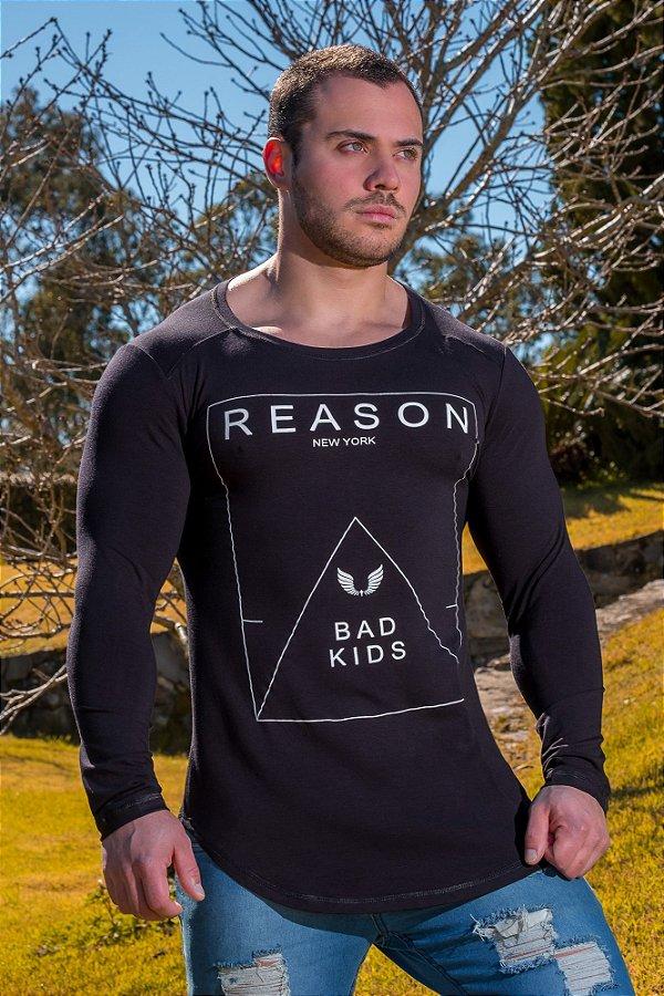 Camiseta Masculina Estampada Longline Manga Longa com Elastano Preta- Reason