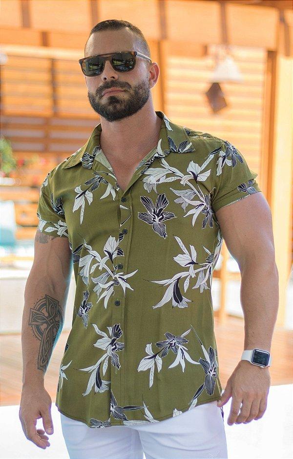 Camisa Masculina Manga Curta em Viscose Verde Musgo Estampada