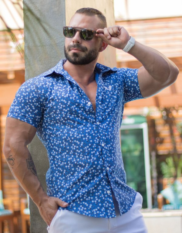 Camisa Masculina Slim Manga Curta em Tricoline Azul Estampada