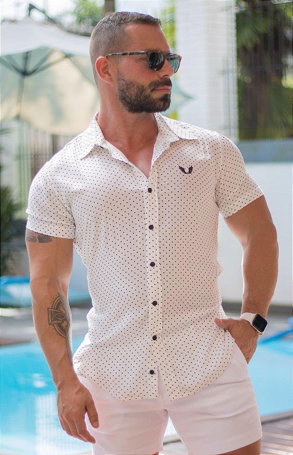 Camisa Masculina Manga Curta em Vicose Branca com Poá Preto