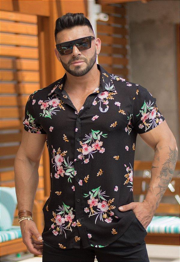 Camisa Masculina Manga Curta em Viscose Preta Estampa Floral