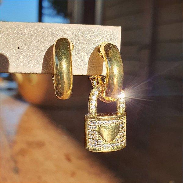 Brinco Cadeado Cravejado Gold