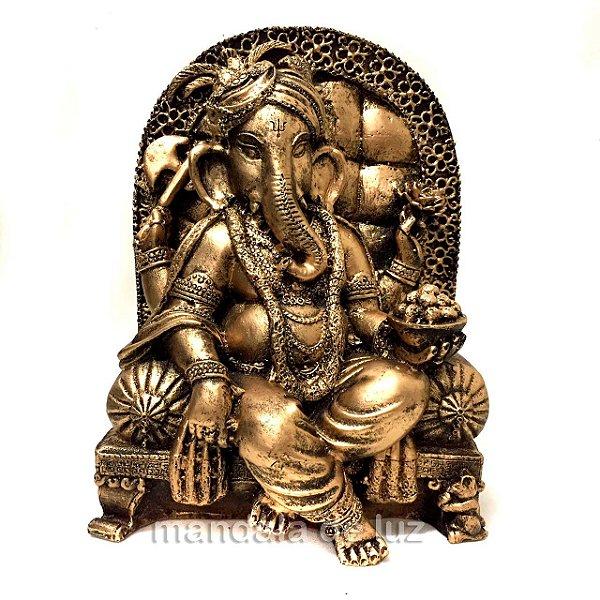 Estátua de Ganesha na Poltrona Dourado Resina 22cm