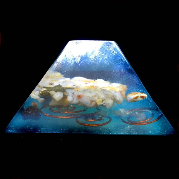 Orgonite Pirâmide Fundo do Mar Jaspe Mookaite