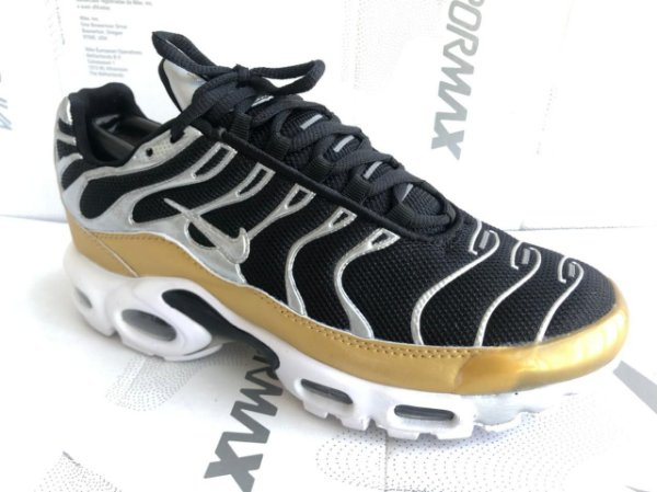 Tênis Nike Air Max Plus Tn Masculino- Preto com Dourado