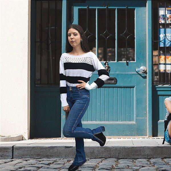 Calça Jeans Vuelo Barra Strass