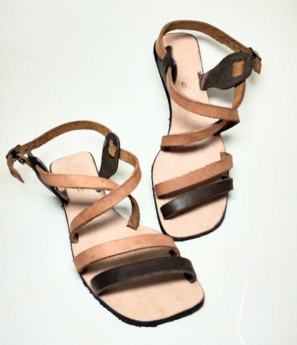 Sandália rasteirinha Nativa em couro legitimo modelo Thainá