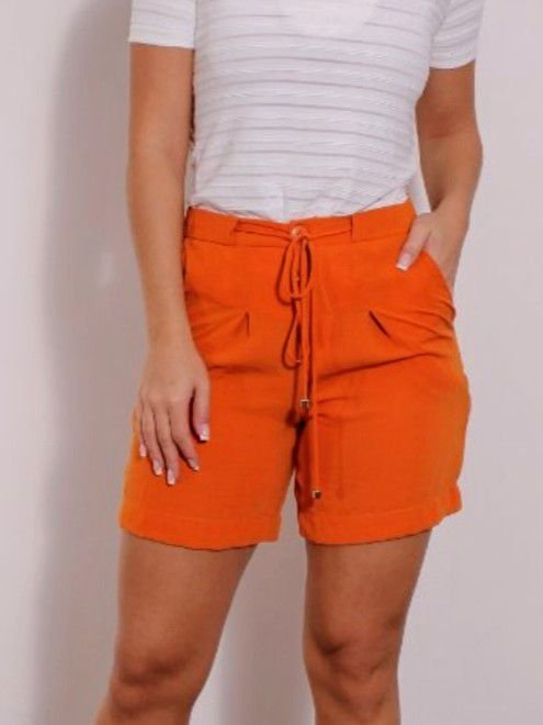 Shorts laranja de crepe