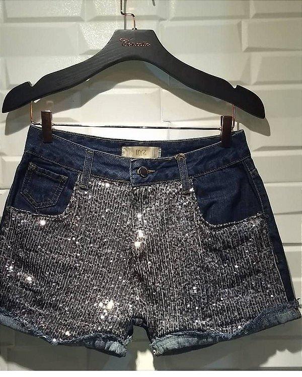 Short Jeans com Aplicações em Brilho