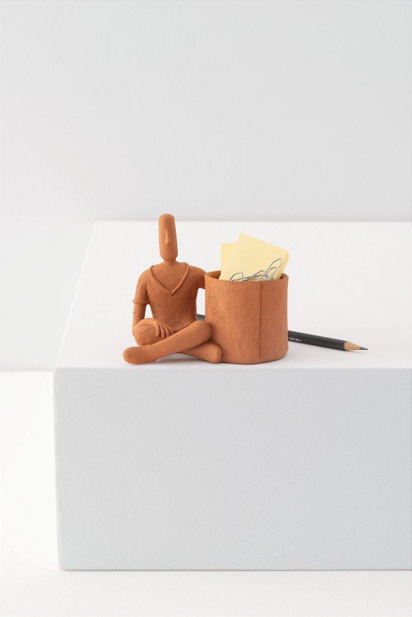 cachepot little man sentado