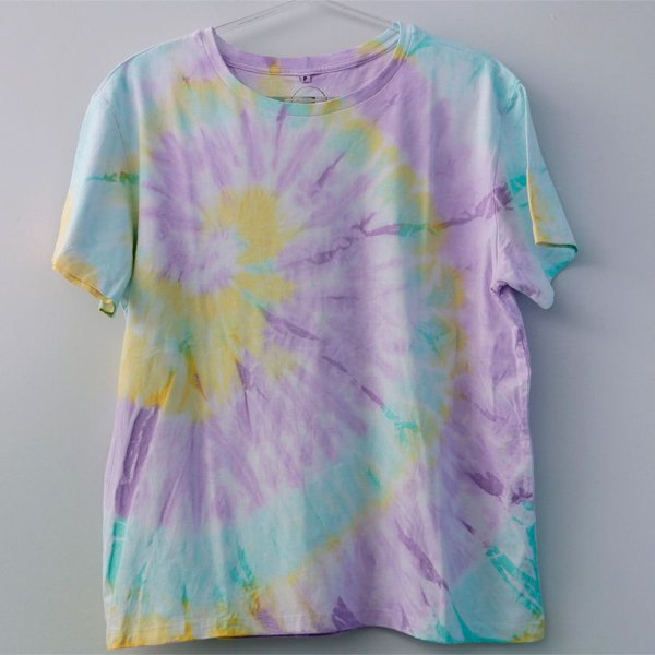 Camiseta Tie Dye Espiral Lilás e Amarelo - Adulto